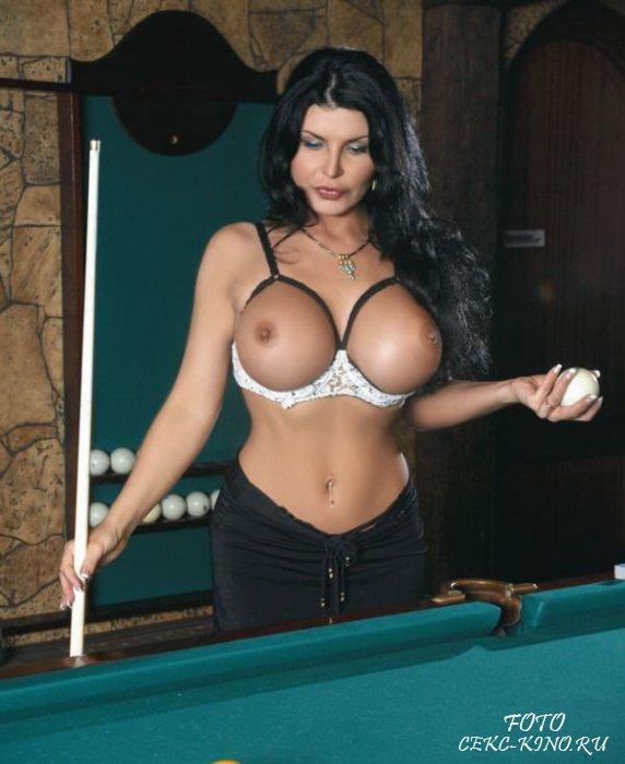 Ирэн Ферарри обладательница самой большой силиконовой груди в России.